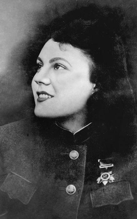 Александра Высоцкая. 1943 г. Кубань. / Фото: www.thelib.ru