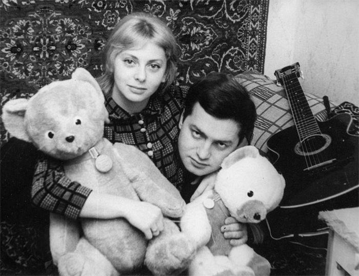 Он дарил ей уютных плюшевых мишек, которые и теперь живут с ними. / Фото: www.sergeytatiananikitiny.com