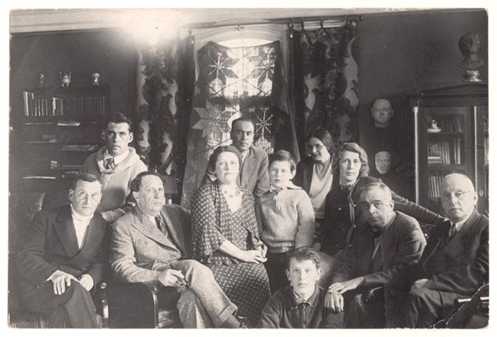 А. Н. Толстой с семьей в Царском Селе. / Фото: www.aria-art.ru