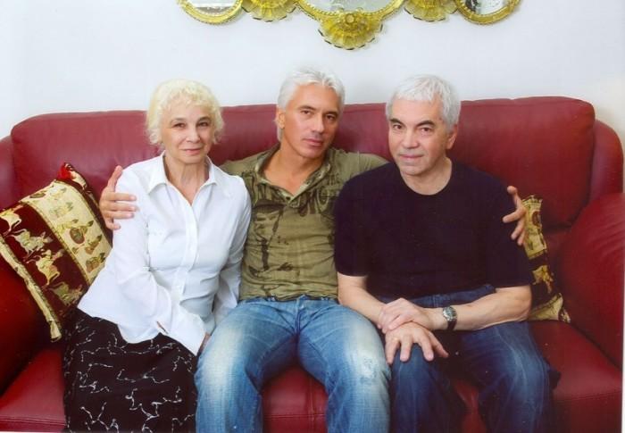 Дмитрий Хворостовский с родителями Александром Степановичем и Людмилой Петровной. / Фото: www.vokrug.tv