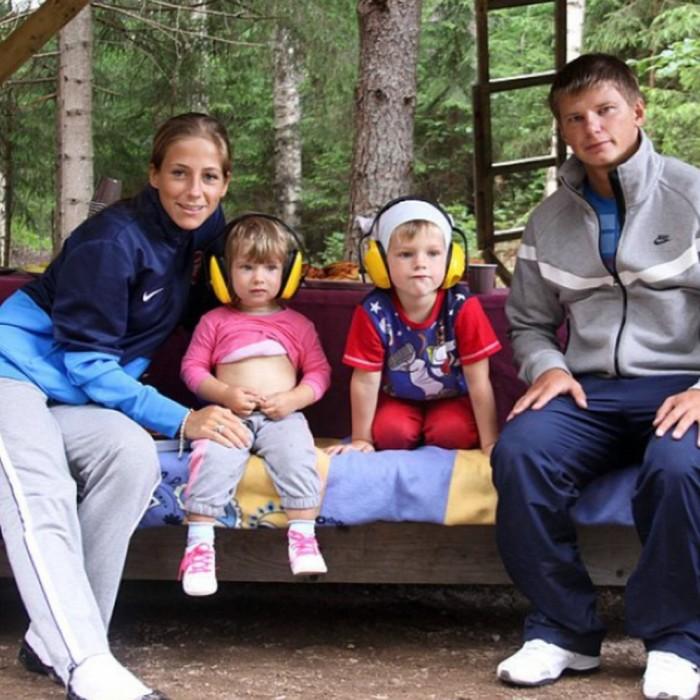 Юлия Барановская и Андрей Аршавин с детьми. / Фото: www.woman.ru