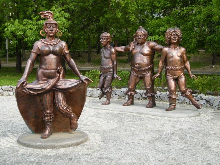 Памятник Атаманше, Трусу, Балбесу и Бывалому в Хабаровске. / Фото: www.wikimedia.org