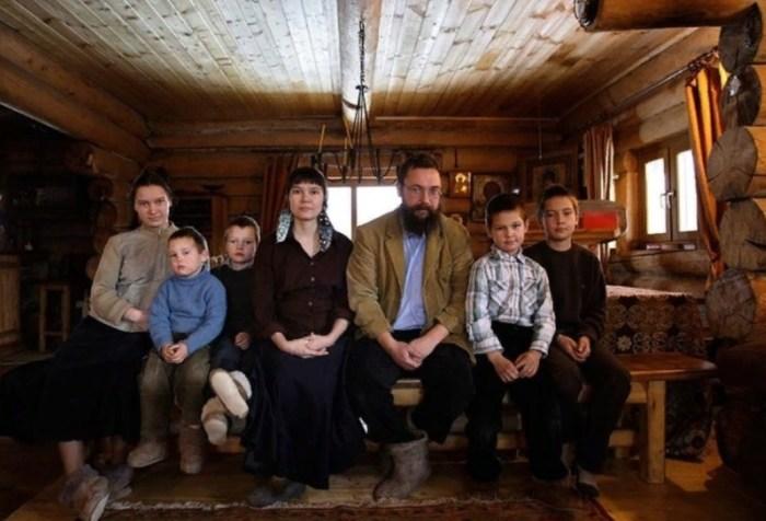 Алёна и Герман Стерлиговы с детьми.  / Фото: www.udimir.ru