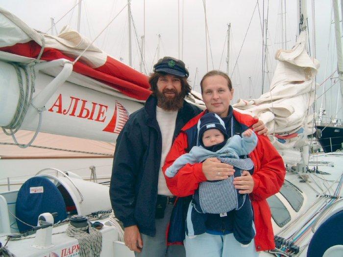 Фёдор и Ирина Конюховы с сыном Николаем. / Фото: www.oblgazeta.ru