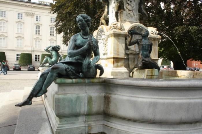 Небольшие скульптуры могли смутить своей наготой. / Фото: www.alltop10.org
