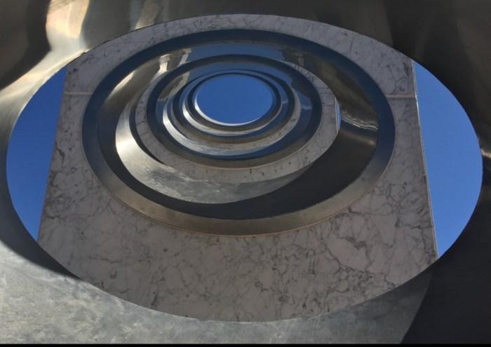 Так выглядят вблизи отверстия для прохождения солнечного света. / Фото: www.tripadvisor.ca