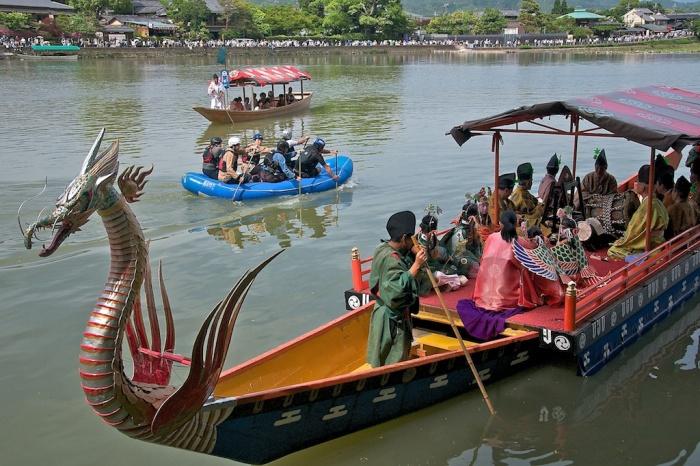 Каждый желающий может взять в аренду вёсельную лодку. / Фото: www.matsuritimes.com