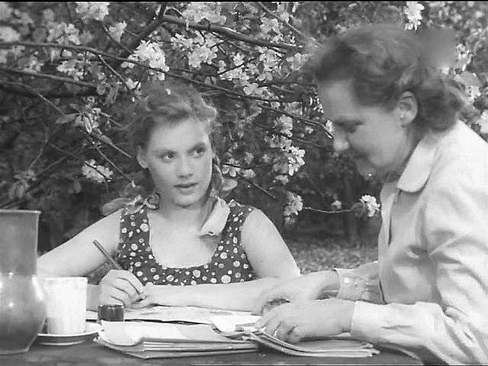 "<br>Алла Будницкая в фильме ""Телеграмма"", 1957 год. / Фото: www.kino-teatr.ru"