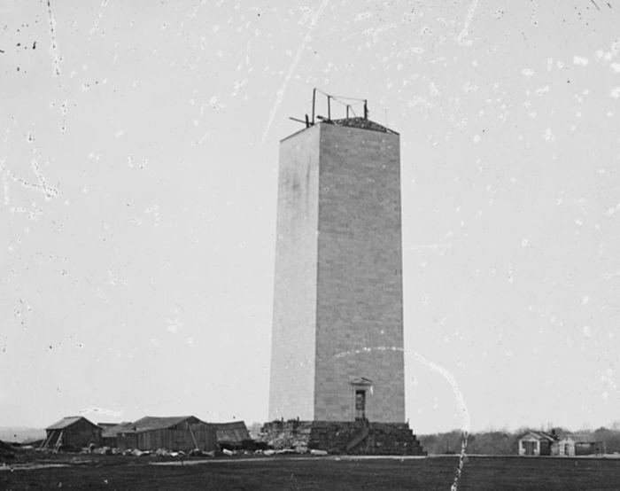 В таком виде незавершенный монумент простоял много лет. / Фото: www.atlasobscura.com