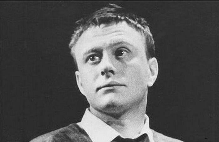 Андрей Миронов в роли Холдена Колфилда, спектакль «Над пропастью во ржи», 1965. / Фото: www.ribalych.ru