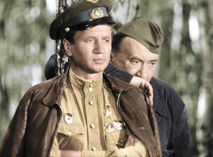 Леонид Быков и Алексей Смирнов, кадр из фильма «В бой идут одни старики». / Фото: www.mostnn.ru