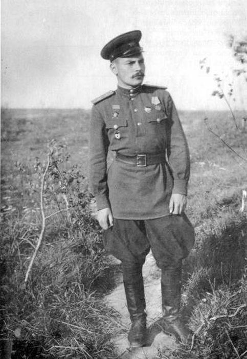 Артём Сергеев, командир 211-го гвардейского артиллерийского полка. Западный фронт, август 1943. / Фото: www.litlife.club