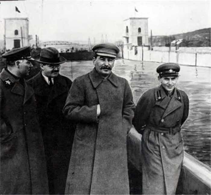 Сталин, Ворошилов, Молотов и Ежов на канале Москва — Волга (март 1937 г.). / Фото: www.history.wikireading.ru