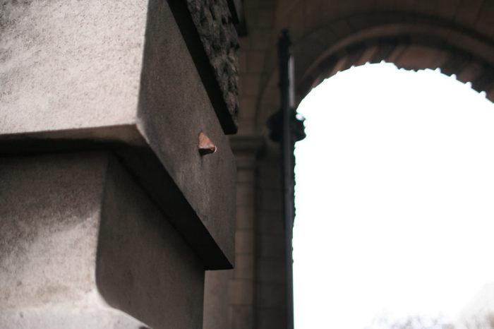 Нос на Адмиралтейской арке. / Фото: www.atlasobscura.com