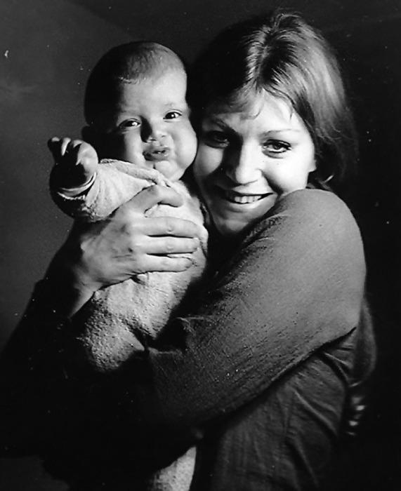 Анна Герман с сыном. / Фото: www.predskazat-sudbu.ru