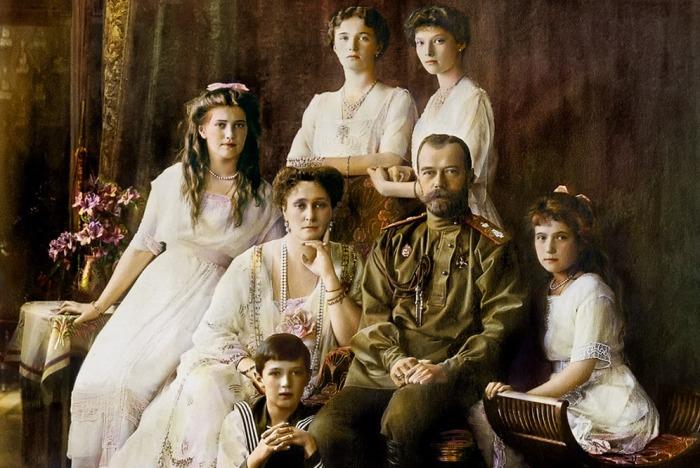 Последний российский Государь Император Николай II с семьёй. / Фото: www.uraledu.ru