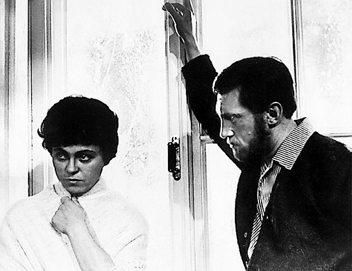 Кира Муратова и Владимир Высоцкий, кадр из фильма «Короткие встречи». / Фото: www.kino-teatr.ru