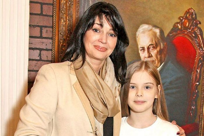 Юлия Абдулова с дочерью. / Фото: www.sensum.club