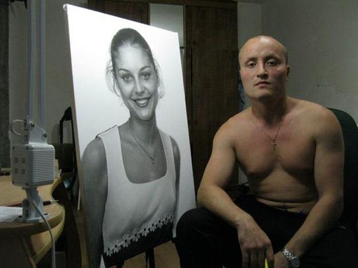 Константин Чувилин у портрета возлюбленной. / Фото: www.belok.net