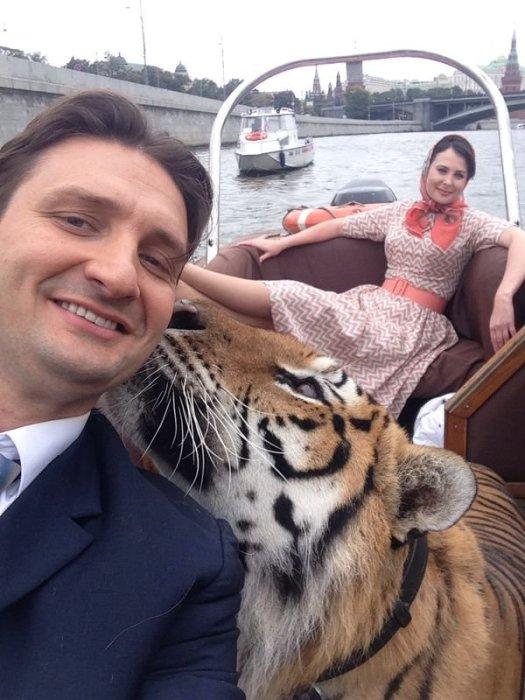 Эдгард Запашный и Ольга Погодина на съемках. / Фото: www.twimg.com