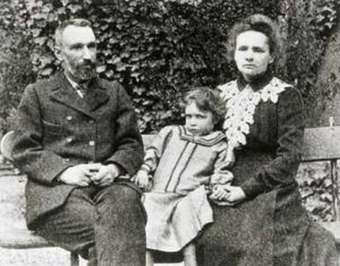 Мария и Пьер с дочерью Ирен./Фото: www.history-persons.ru