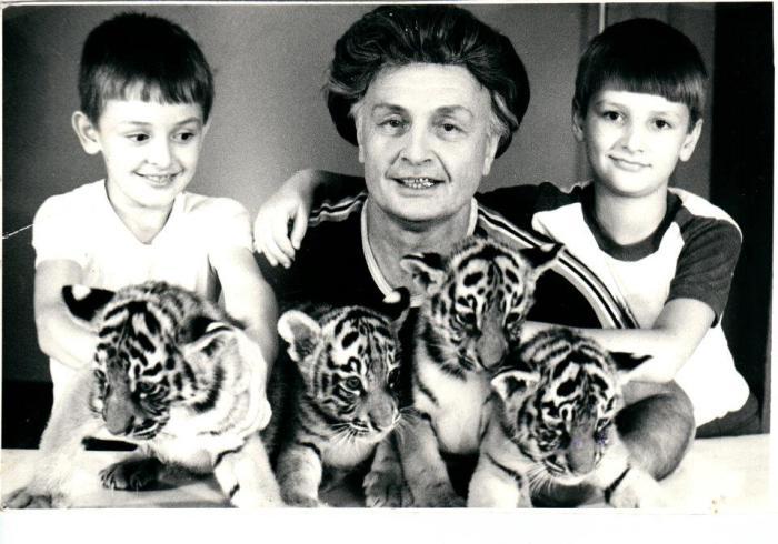 Вальтер Запашный с сыновьями и тигрятами. / Фото: из архива Т.Запашной