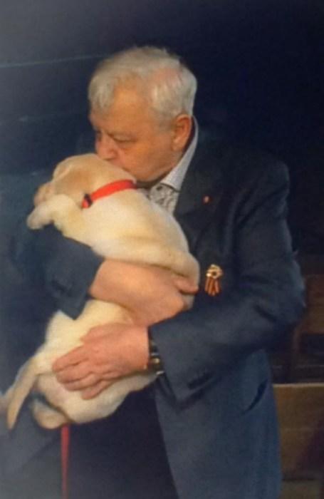 Олег Табаков не смог взять щенка. / Фото: www.starhit.ru