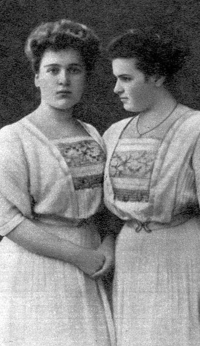 Вера Игнатьевна и Мария Игнатьевна Мухины. 1908 г. / Фото: www.4itaem.com