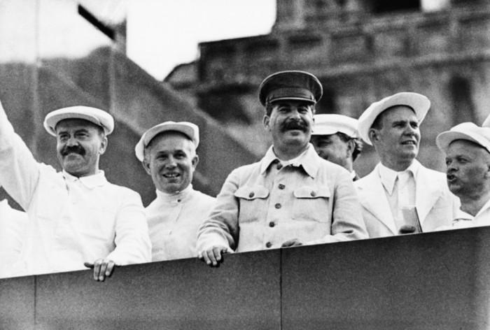 По утверждению историков, почти половина мероприятий проводилась с участием двойников Сталина из-за опасности покушения. / Фото: www.mirnews.su