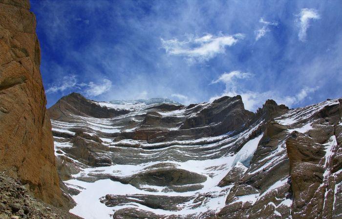 Подножие Западного Лица Кайласа. / Фото: www.mt-kailash.ru