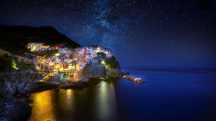 Ночью Манарола выглядит не менее сказочно. / Фото: www.vorchuchelo.com