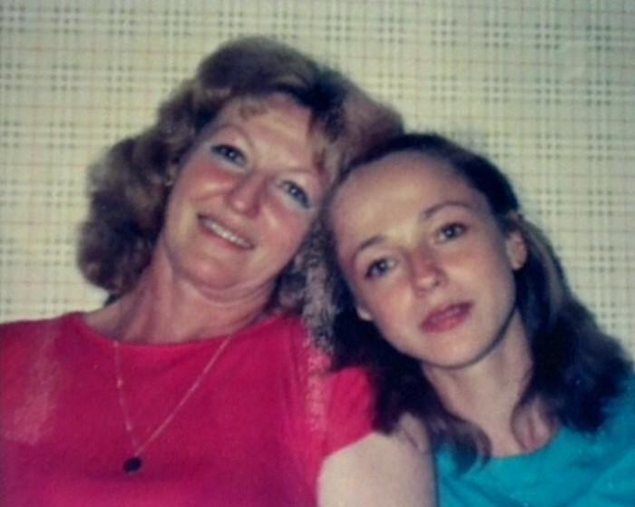 Будущая актриса Анжелика Неволина с мамой. / Фото: www.kino-teatr.net