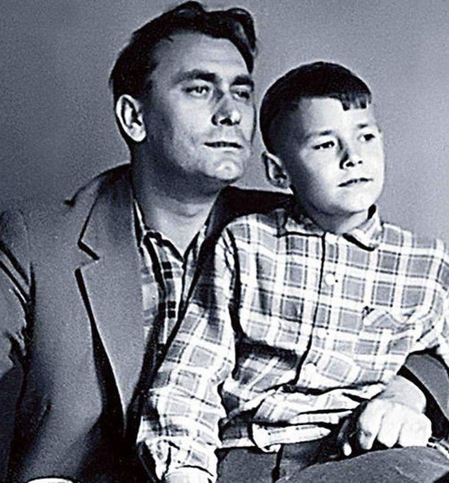 Владимир Самойлов с сыном. / Фото: www.7days.ru