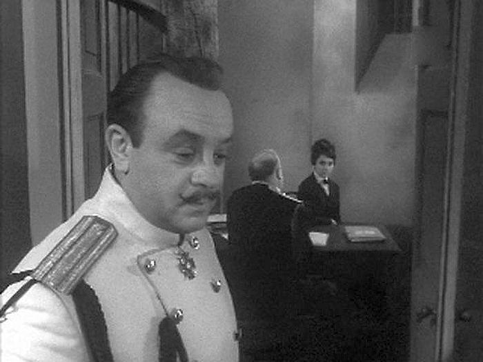 Леонид Броневой, кадр из фильма «И снова май!». / Фото: www.kino-teatr.ru