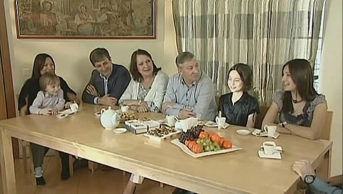 Семён Альтов с женой, сыном, невесткой и внуками. / Фото: www.documental.su