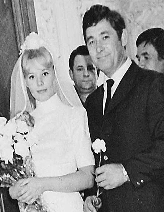 Людмила Сенчина и Вячеслав Тимошин в день свадьбы. / Фото: www.stuki-druki.com