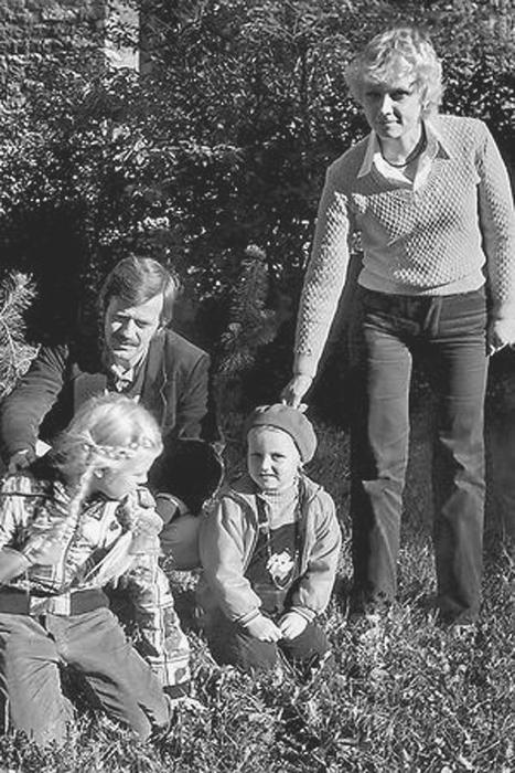Анне Вески и Бенно Бельчиков с дочерьми. / Фото: www.7days.ru