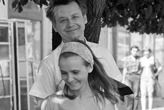 Олег Табаков и Людмила Крылова. / Фото: www.twimg.com