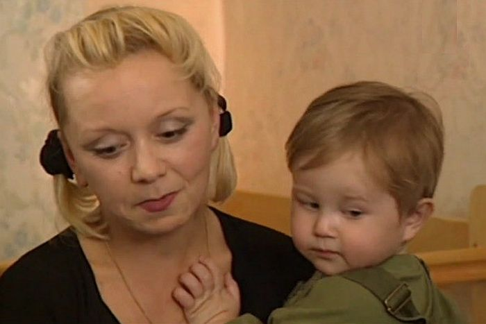 Евдокия Германова с сыном Колей. / Фото: www.starhit.ru