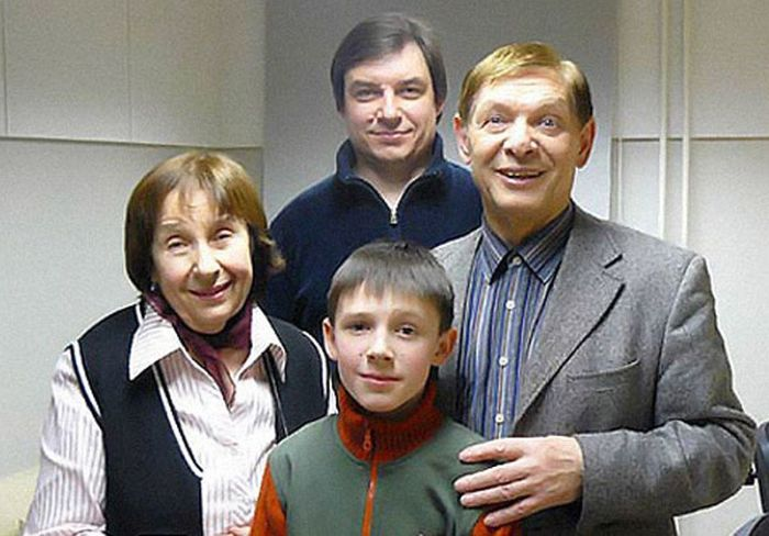 Эдуард и Зоя Хиль с сыном и внуком. / Фото: www.woman.ru