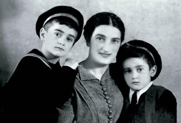 Кахи Кавсадзе с младшим братом Имери и мамой. / Фото: www.tele.ru