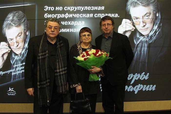 Александр Ширвиндт и Наталья Белоусова с сыном. / Фото: www.spektrnews.in.ua