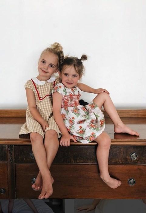 Мила и Эмма, дочери Кети Стауффер. / Фото: www.instagram.com