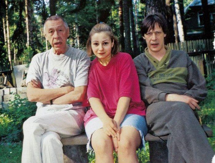 Олег Ефремов с сыном Михаилом и невесткой Евгенией Добровольской. / Фото: www.news.bcm.ru