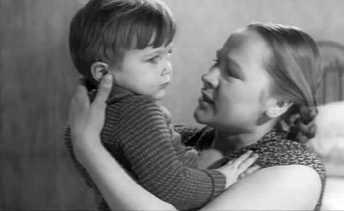 """<br>Раиса Рязанова с сыном в фильме """"День и вся жизнь"""", 1969. / Фото: www.kino-teatr.com"""