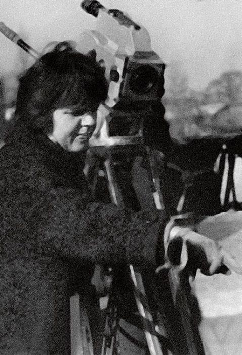 Александра Ляпидевская во время съёмок своего документального фильма «Романтика. 25 километров». / Фото: www.7days.ru