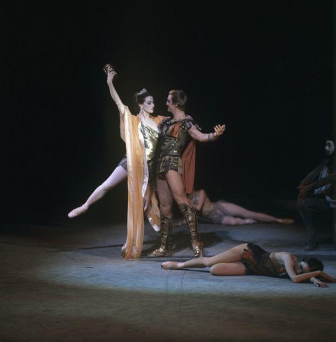Майя Плисецкая и Марис Лиепа. Сцена из балета «Спартак». / Фото: www.visualrian.ru