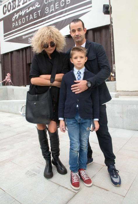 Ольга Дроздова и Дмитрий Певцов с сыном Елисеем. / Фото: www.aloha-plus.ru