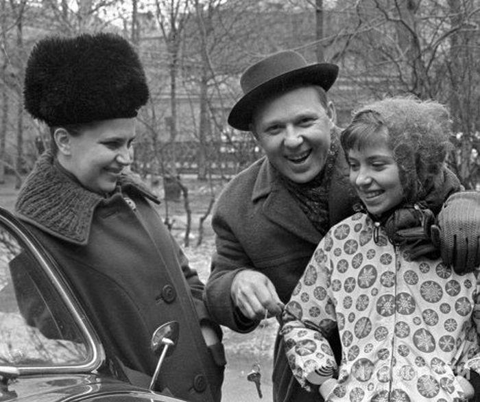 Олег Попов с женой Александрой и дочерью Ольгой, 1965 год. / Фото: www.ria.ru
