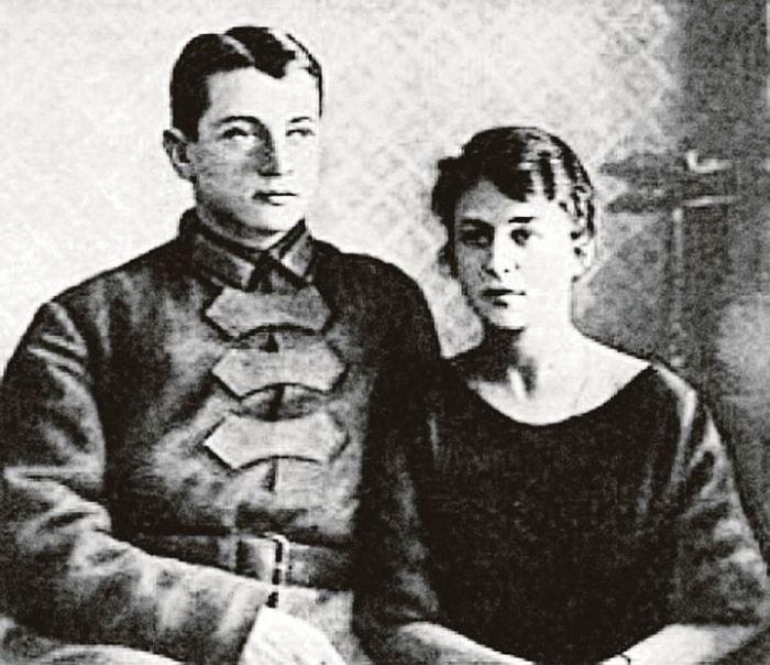 Михаил Тухачевский и Нина Гриневич. / Фото: www.mtdata.ru
